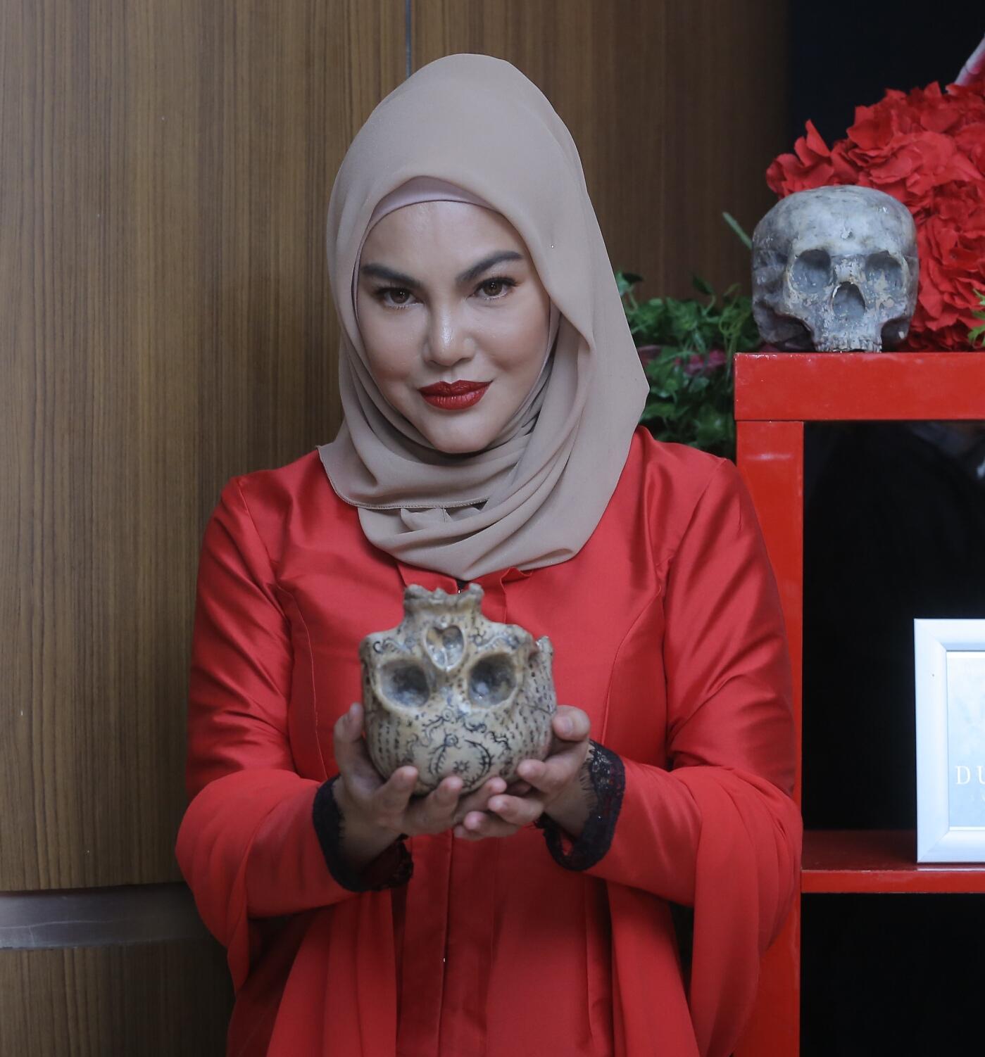 Photo of Kerana Dukun, Umie Aida Terpaksa Duduk Serumah Dengan Ular