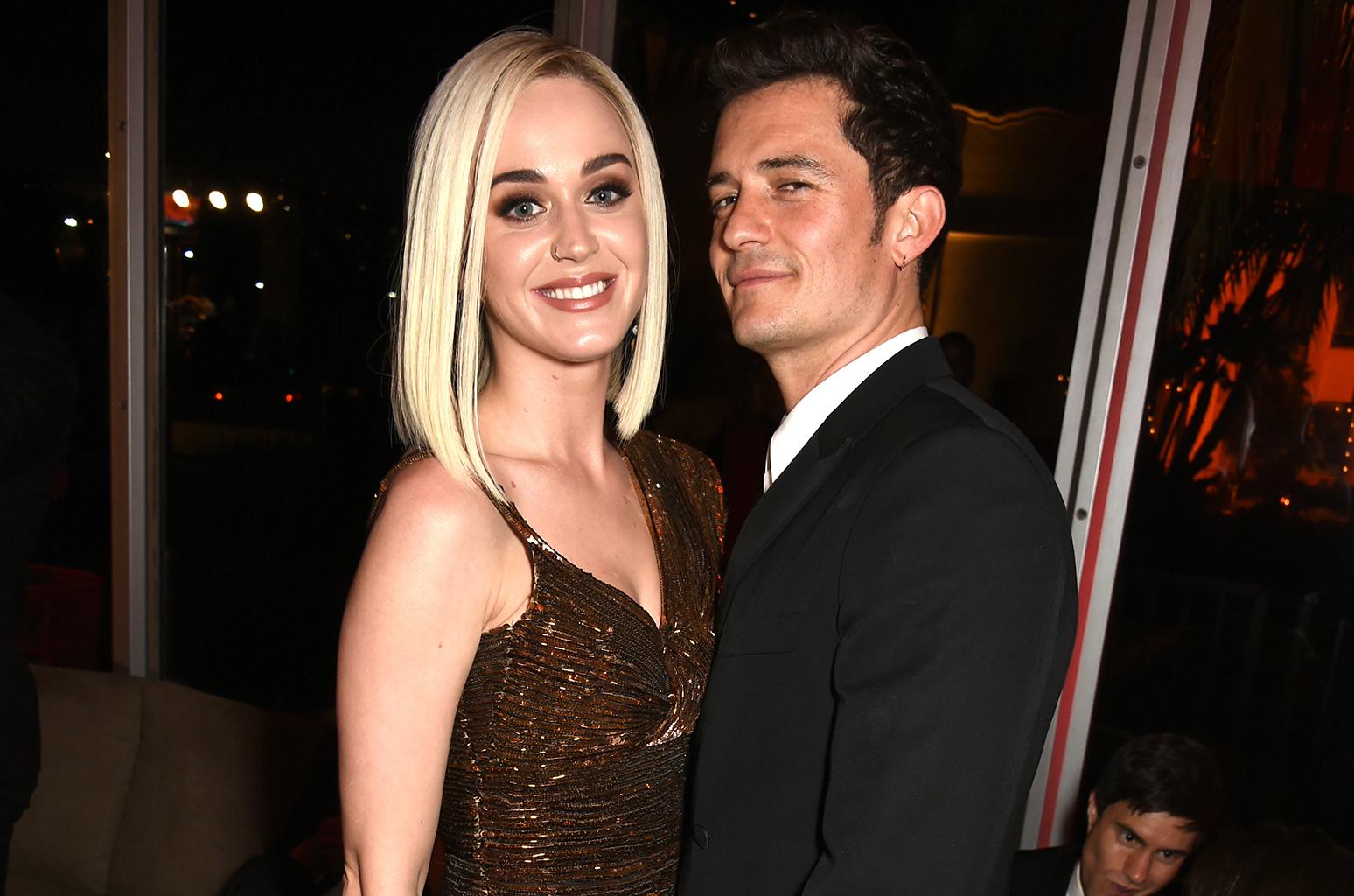 Photo of Katy Perry & Orlando Bloom Tangguh Tarikh Kahwin Lagi