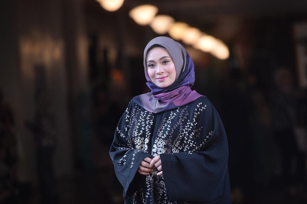 Photo of Adira Jual Tudung Eksklusif Berharga RM1,000 Untuk Tujuan Amal