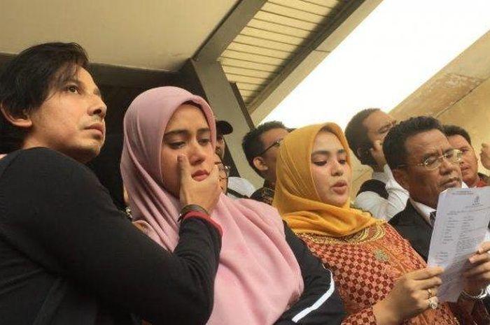 Photo of Pelakon Fail Saman, Bekas Suami Dedah Kemaluannya Bau Ikan Masin