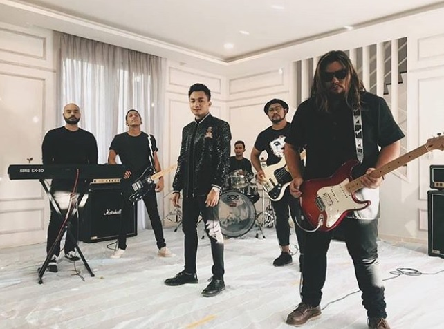 Photo of Muzik Video Neon Band Dapat Sentuhan Pengarahan Umie Aida