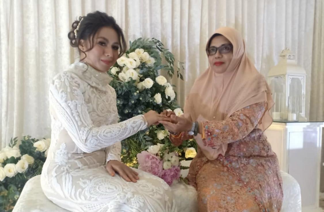 Photo of Azar Azmi Bertunang… Penerbit Filem Jadi Pilihan Hati?