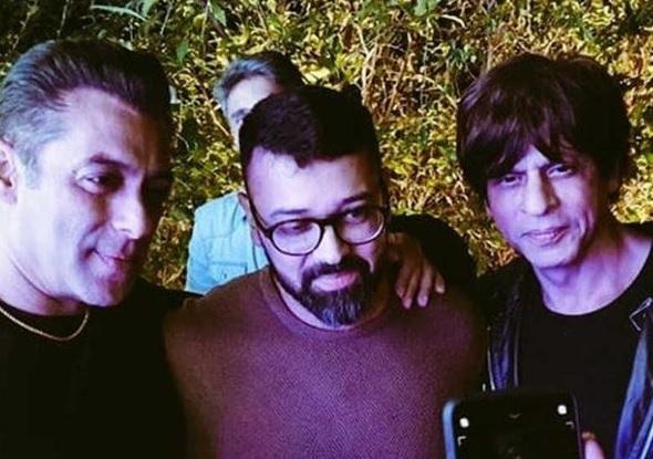 Photo of Shah Rukh Khan Sambut Hari Lahir Ke-54 Salman Khan