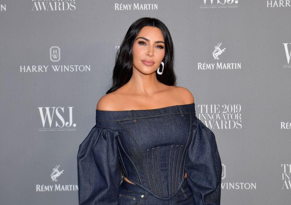 Photo of Kim Kardashian Mengaku Tidak Pernah Guna Kolam Renang Sendiri