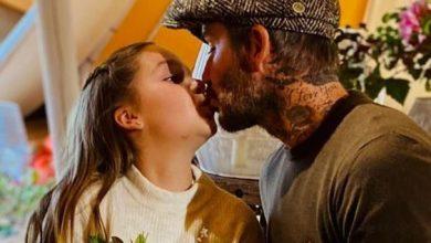 Photo of Pernah Dikecam, Posh Muat Naik Lagi Gambar David Beckham Cium Bibir Anak Perempuan